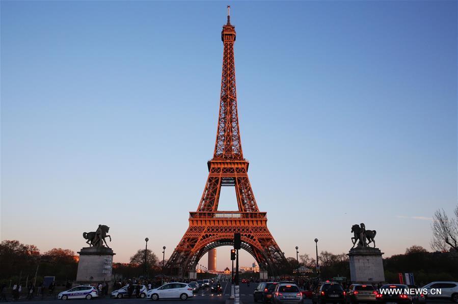 برج إيفل يحتفل بالذكرى الـ130 لتأسيسه