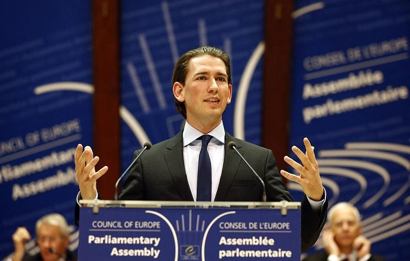رئيس وزراء النمسا يدين الاعتداء العنصري على شابة محجبة بفيينا