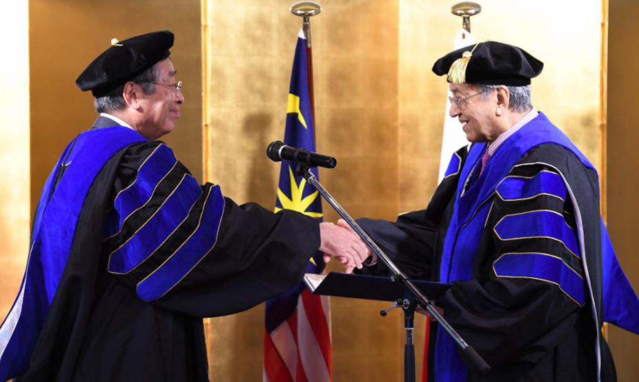 Universidad de Japón confiere doctorado honorario al Dr. Mahathir