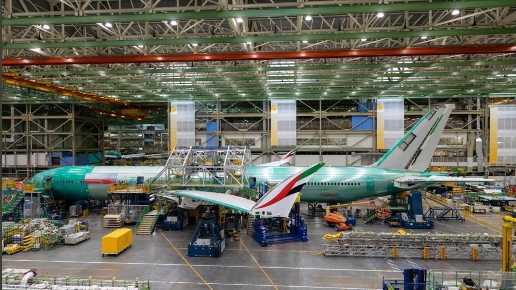 Emirates muestra su primer Boeing 777X