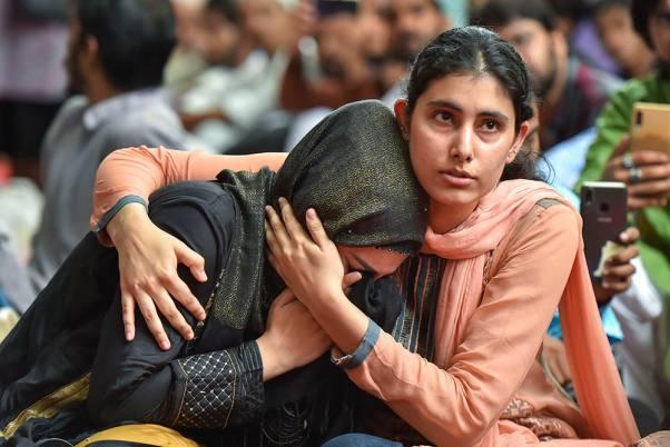 Cientos celebran el Día del Sacrificio con la gente de Cachemira en la India