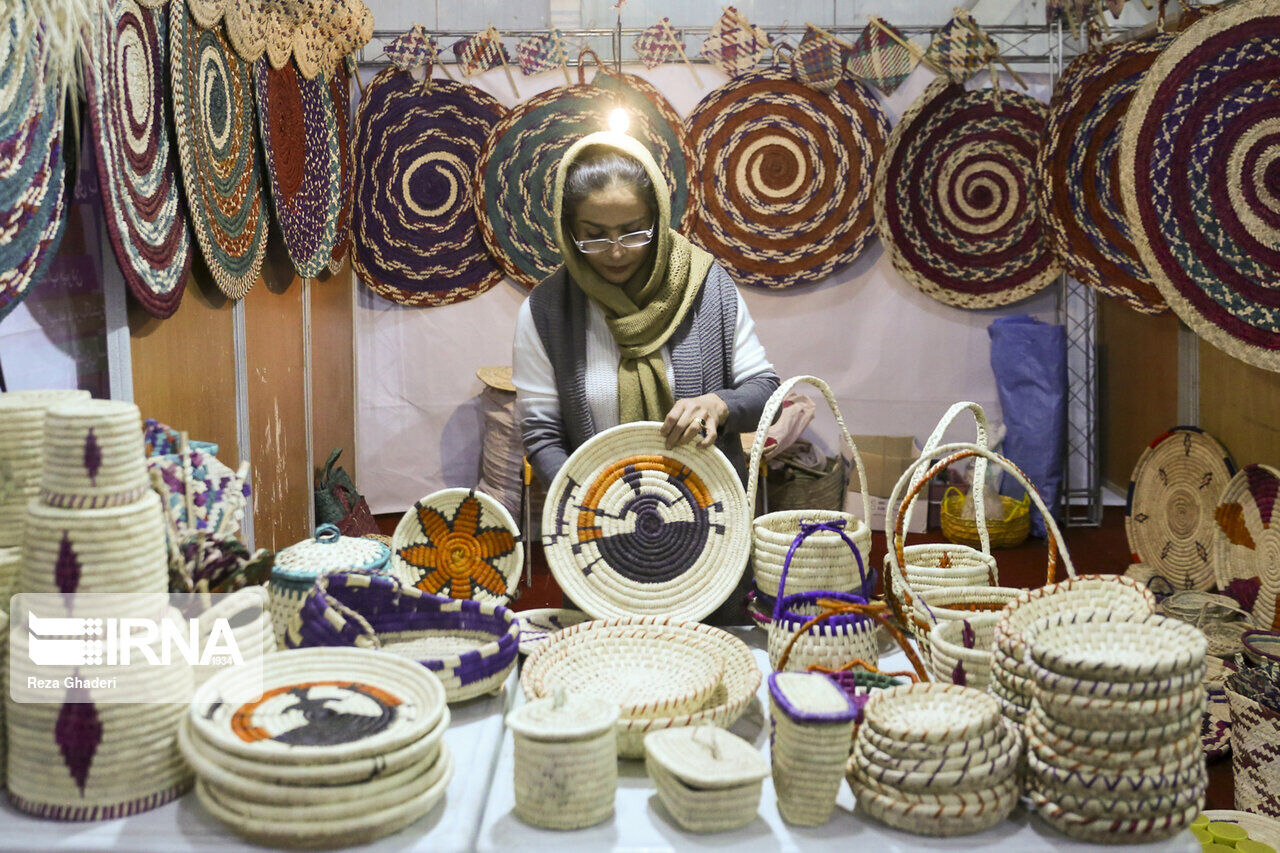 Tourism, handicrafts exhibition in Southern Iran